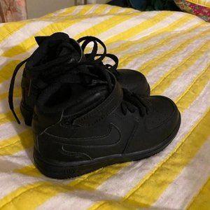 Kids Nike mid high top black